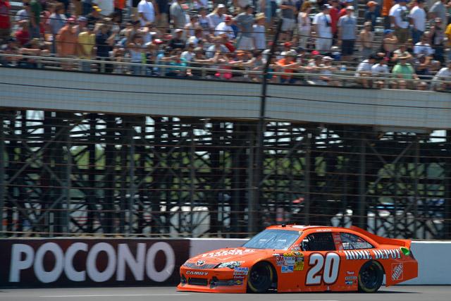 NASCARポコノ、トヨタのロガーノが3年ぶりに勝利(1)