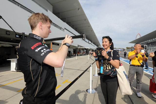 F1日本GP開幕。パドッククラブも盛況(4)