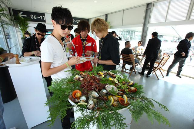 F1日本GPパドッククラブ、決勝も盛況に(1)