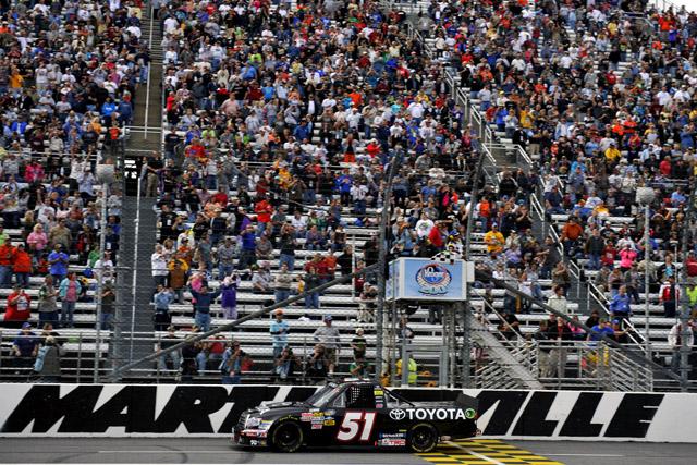NASCARトラック:トヨタのハムリンが大逆転V(1)