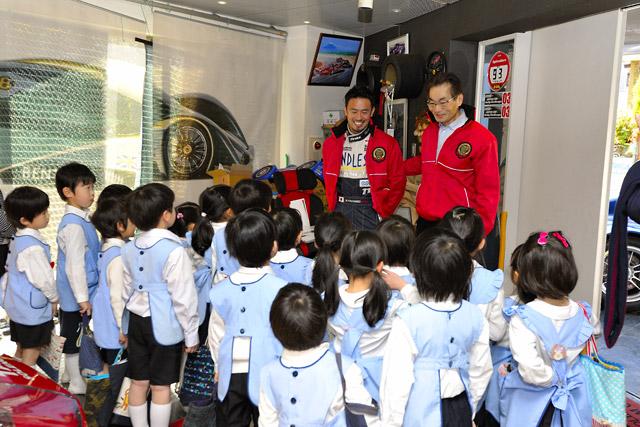タイサン千葉代表が園児を招待。レースカーを披露(1)