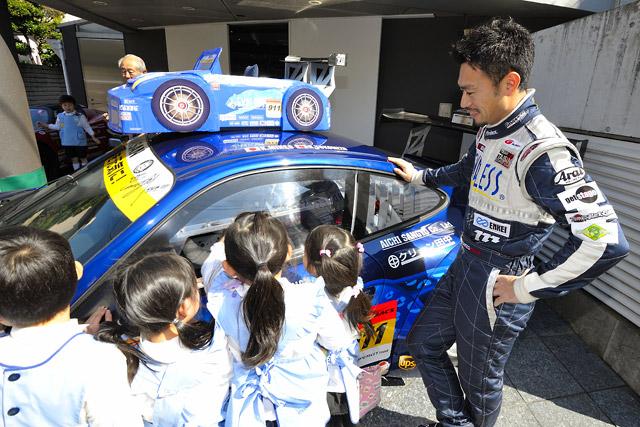 タイサン千葉代表が園児を招待。レースカーを披露(2)