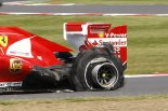 F1 | 決勝序盤、3台の左リヤタイヤが相次いでバースト