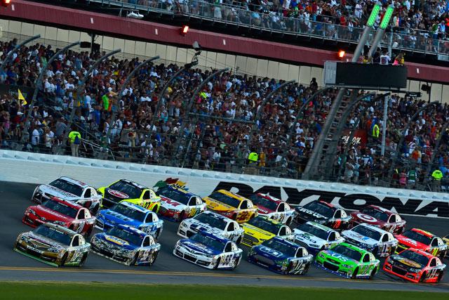 NASCAR第18戦:クリント・ボウヤーが4位獲得(2)