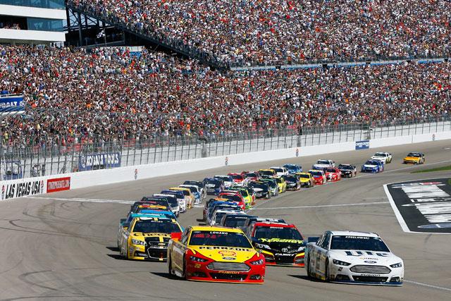 NASCAR:最終周にドラマ。ケゼロウスキーが勝利(3)