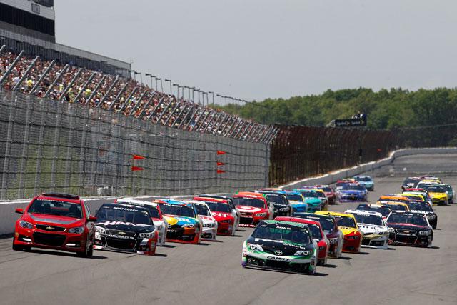 NASCAR:ライバル失速でアーンハートJrが2勝目(2)