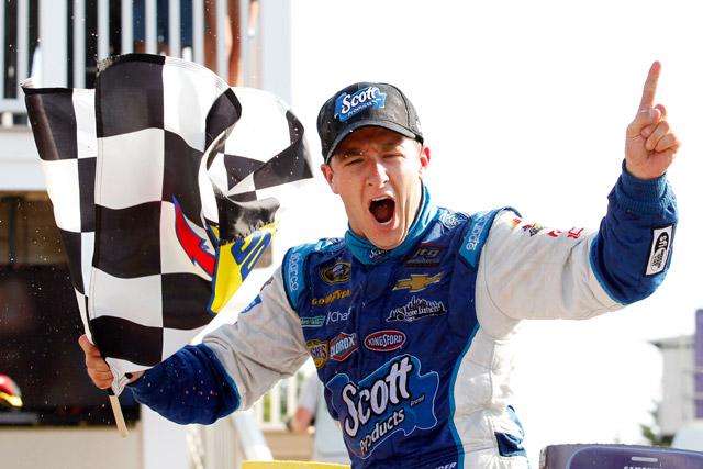 NASCAR:接戦制しアルメンディンガーが初勝利(1)