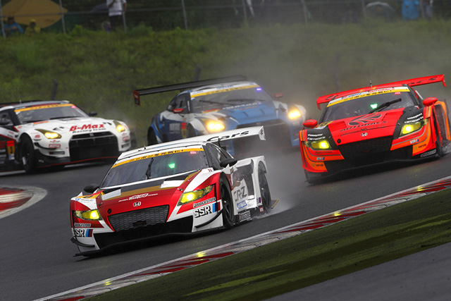 MUGEN CR-Z GT、予選3番手発進も雨に苦戦し18位(4)