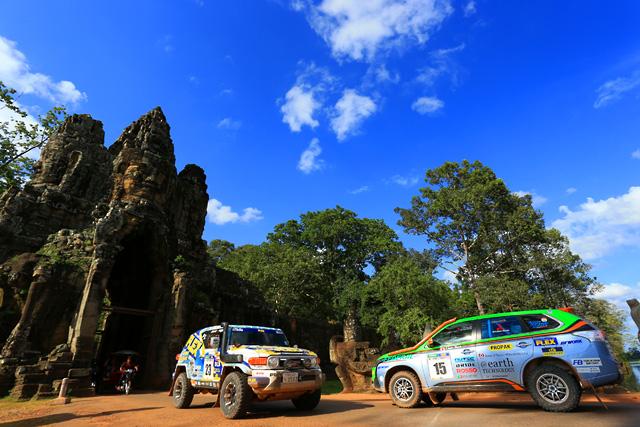AXCRはカンボジアへ。遺跡とラリーカーが競演(1)