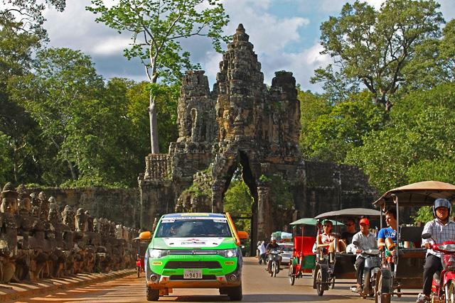 AXCRはカンボジアへ。遺跡とラリーカーが競演(2)