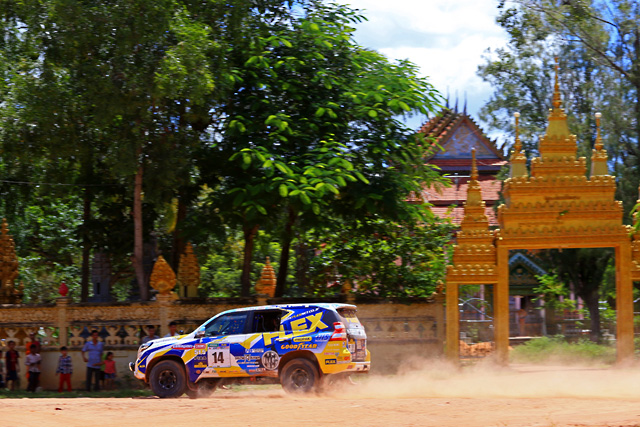 AXCRはカンボジアへ。遺跡とラリーカーが競演(3)