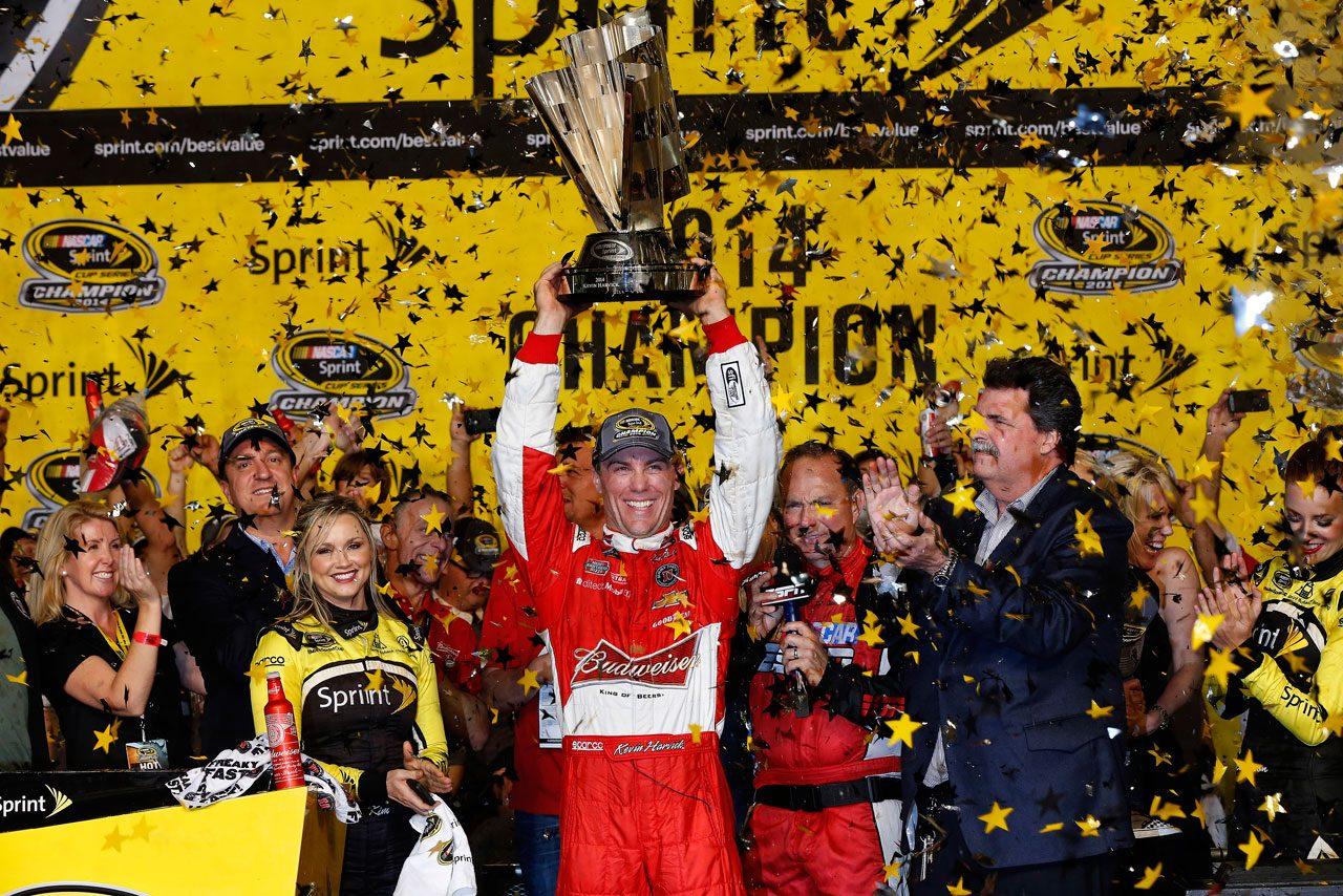 NASCAR:ハービックが優勝で初戴冠を決める(1)