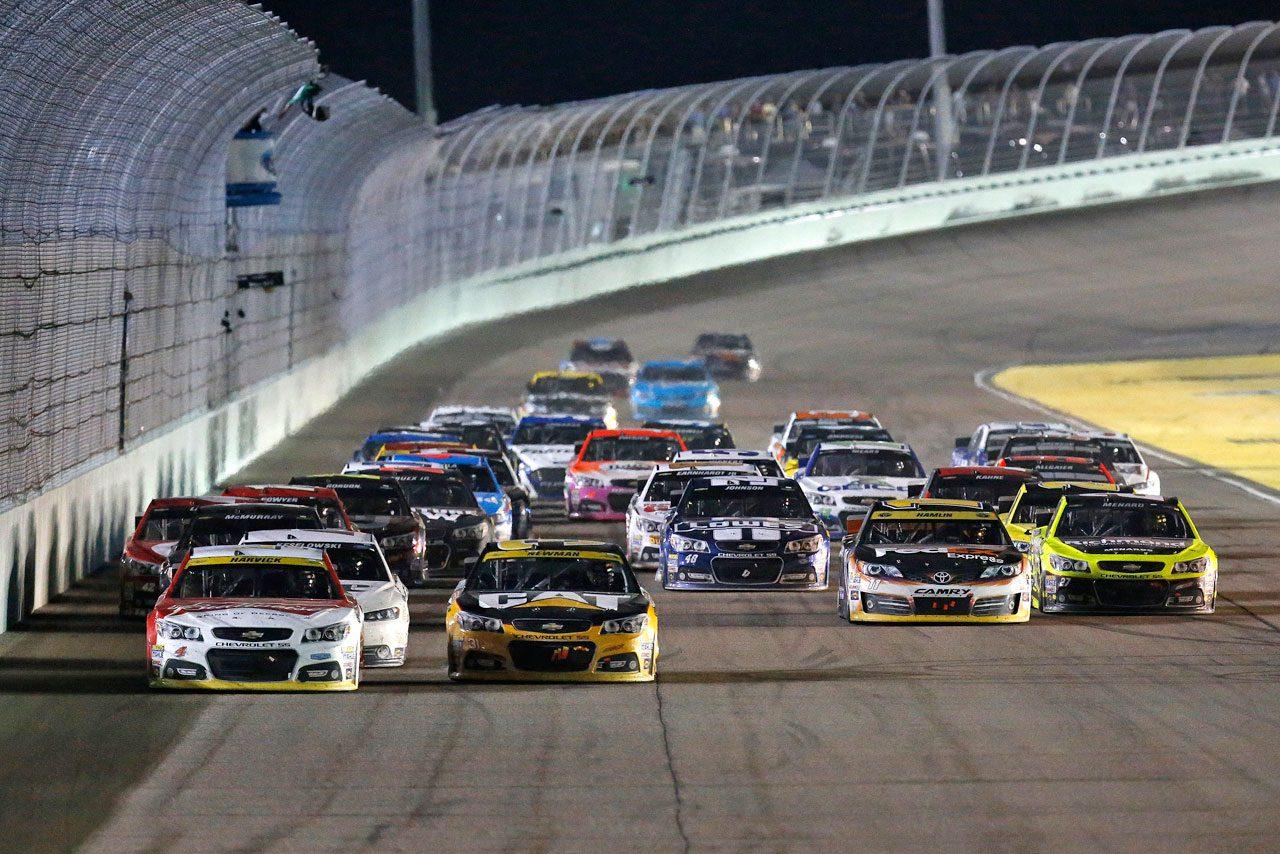 NASCAR:ハービックが優勝で初戴冠を決める(3)