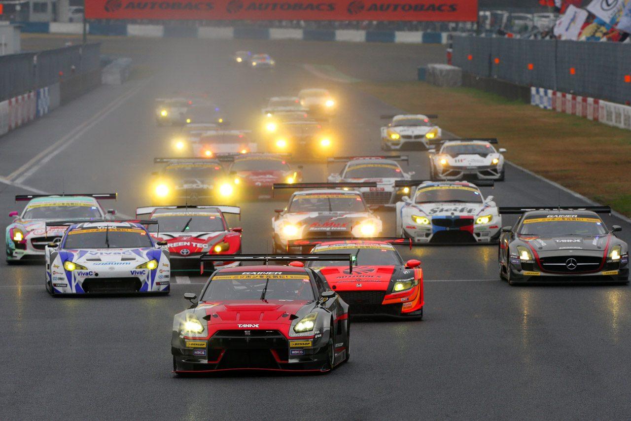 GT300は盤石の速さをみせたプリウスが開幕勝利!(2)