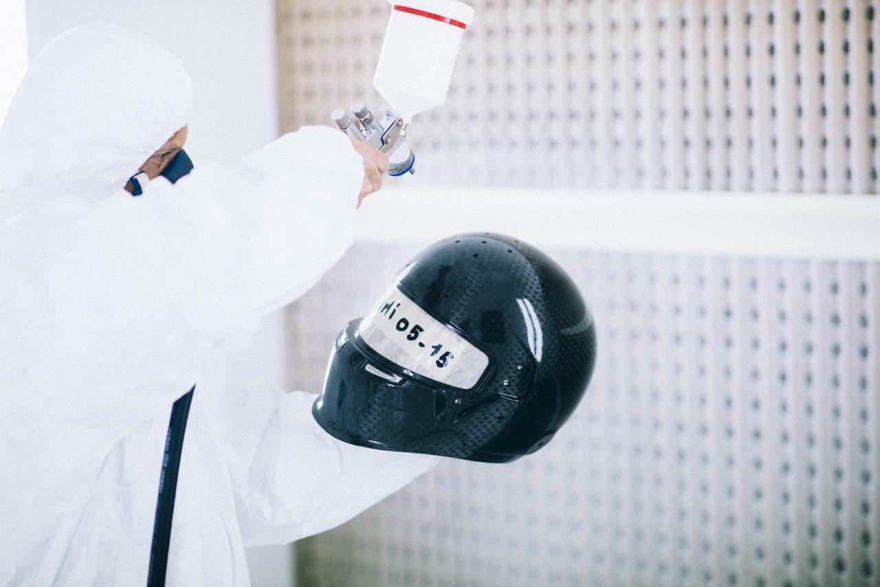 【動画】ライコネンのヘルメット製作工程(4)