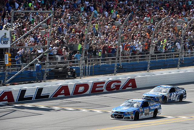 NASCARタラデガ:アンハートJr.が圧巻の勝利(1)