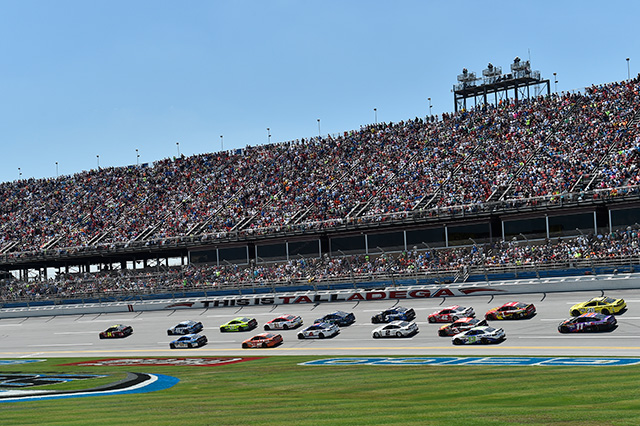 NASCARタラデガ:アンハートJr.が圧巻の勝利(2)