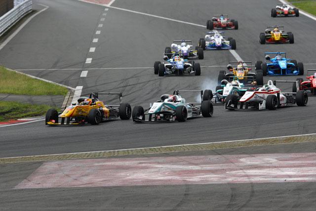 全日本F3第9戦:キャシディがバトルを制し逆転勝利