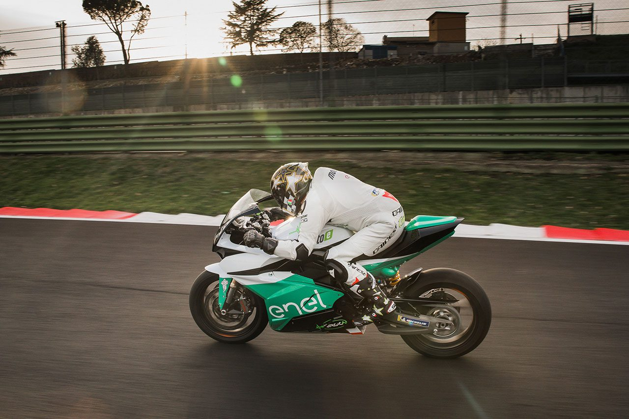 MotoGP:2019年開催の電動バイク戦『Moto-e』、実車を初公開。冠スポンサーも