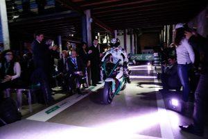発表会ではロリス・カピロッシがエネルジカ・エゴを操り登場