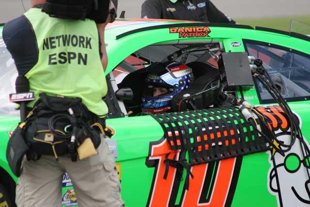 NASCAR現地情報:生ける伝説とラブラブのダニカ(1)