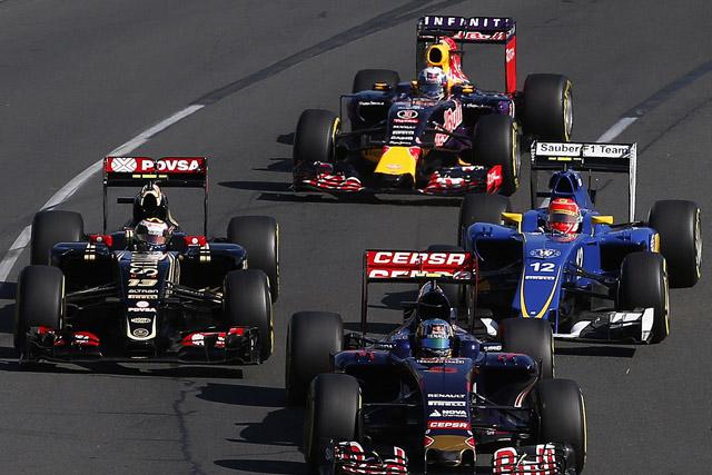 2015年オーストラリアGPスタート カルロス・サインツJr(トロロッソ)、パストール・マルドナド(ロータス)、フェリペ・ナッセ(ザウバー)、ダニエル・リカルド(レッドブル)