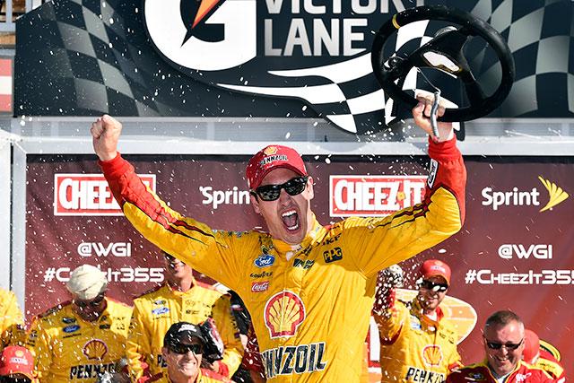 NASCAR:燃費戦は最終周の最終コーナーで決着(1)