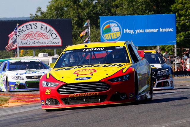NASCAR:燃費戦は最終周の最終コーナーで決着(2)