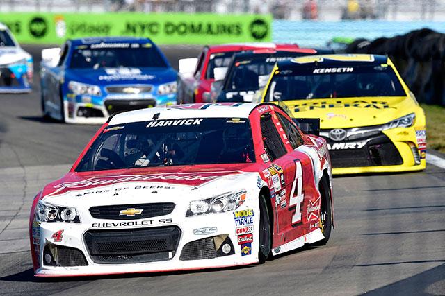 NASCAR:燃費戦は最終周の最終コーナーで決着(4)