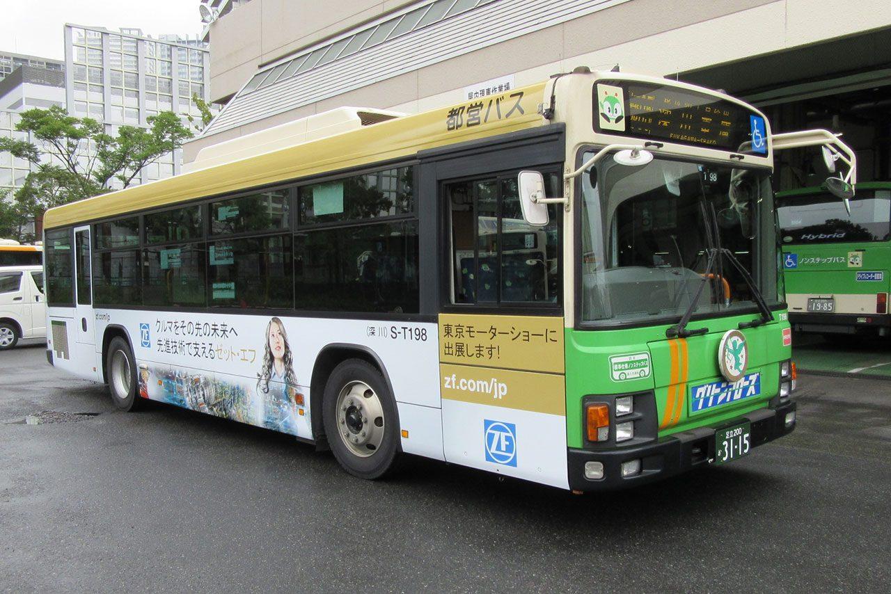 ZF社のラッピングバス、都内2系統を走行中(1)