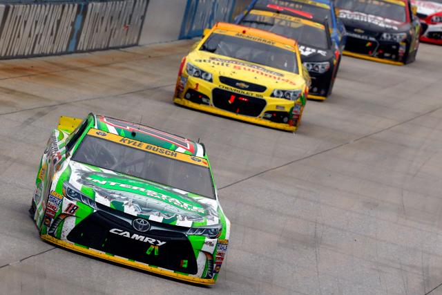 NASCAR:ハービックがチェイス争いで起死回生のV(3)