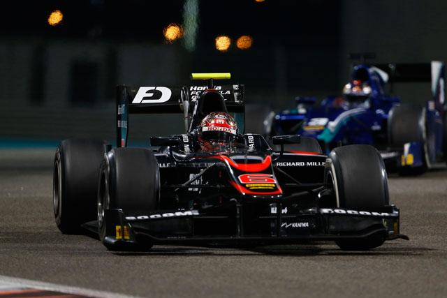 GP2アブダビ決勝1:松下は初ナイトレースに苦戦(1)