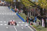 F1 | 大阪の御堂筋で中野信治がフェラーリF1をドライブ