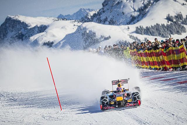 【動画】F1マシンがスキーの雪上コースを疾走(2)