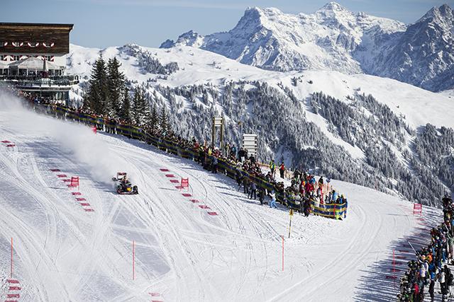 【動画】F1マシンがスキーの雪上コースを疾走(4)