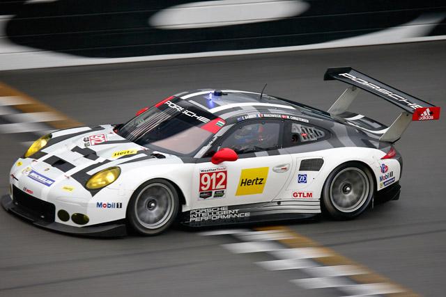 ポルシェ、デイトナ24時間は2クラスで表彰台(1)