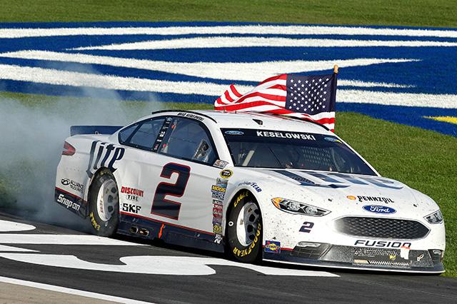 NASCAR第3戦、ブッシュが地元で好走も勝利ならず(4)