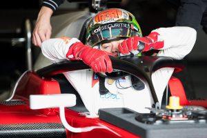 """2018年型FIA F2マシンにはドライバー保護システム""""ハロ""""が装着されている"""