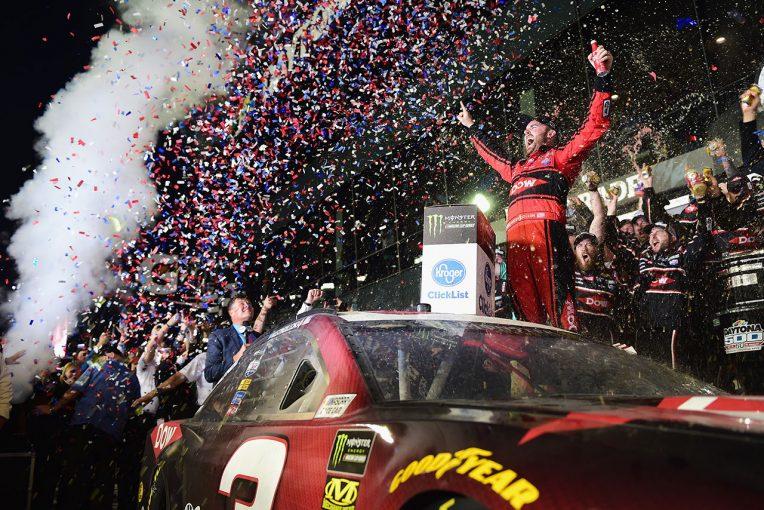 海外レース他 | NASCAR:第1戦デイトナ500はシボレーの新型カマロZL1が勝利。ダニカは完走ならず