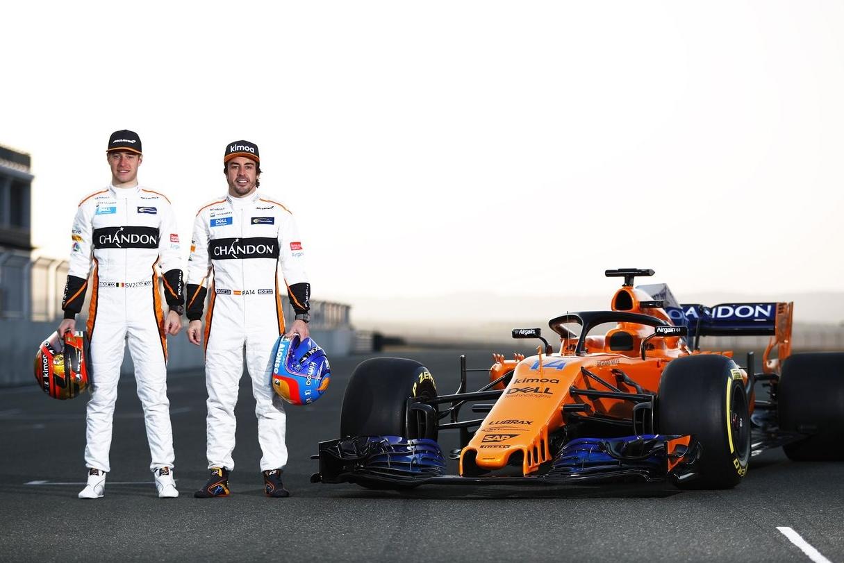 マクラーレンF1『MCL33』とレースドライバーのフェルナンド・アロンソとストフェル・バンドーン
