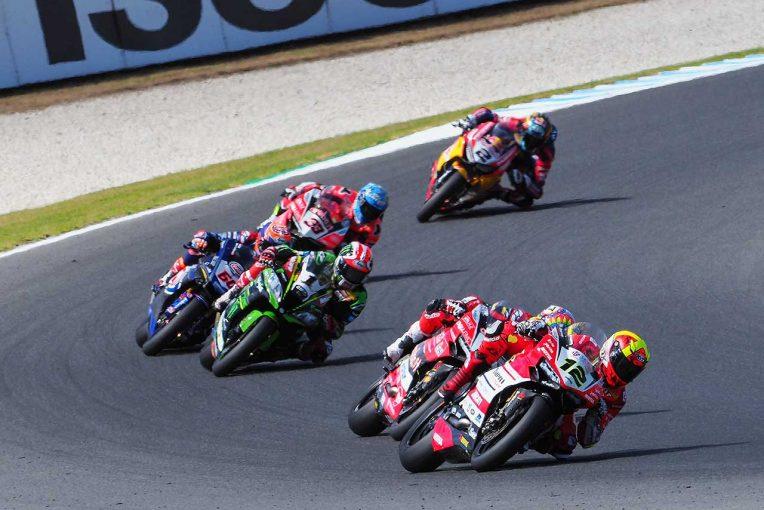 MotoGP | SBK開幕戦レース2:ドゥカティ メランドリ、0.021秒差の勝利。タイヤ交換が生んだ名勝負