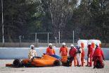 F1 | 【F1ギャラリー】マクラーレン、アロンソが初日からクラッシュ。テスト1日目にまさかのタイヤ脱輪