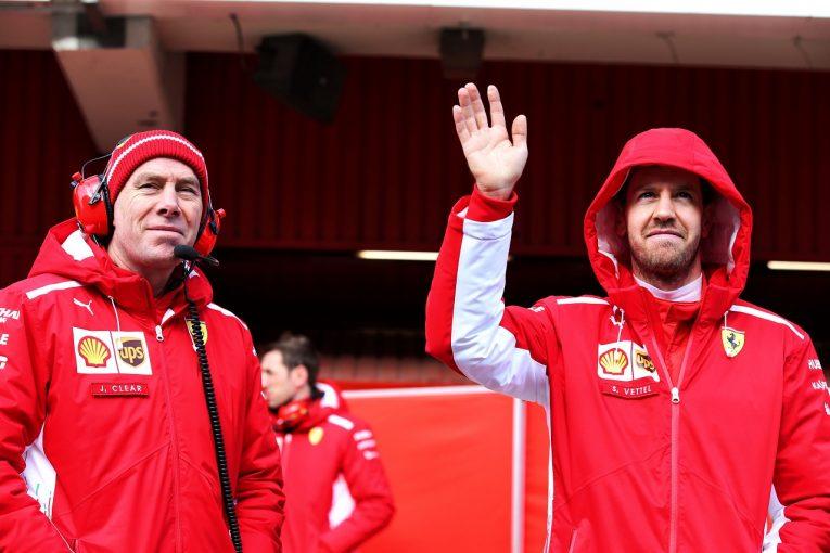 F1   ベッテル「今週分かったのは、フェラーリF1の新車と冬用ジャケットの第一印象がよかったことぐらい」