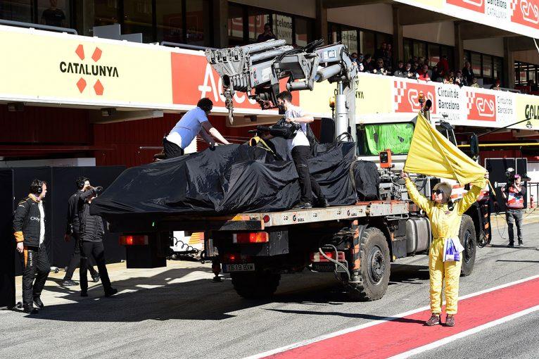 F1 | マクラーレンがトラブルによりストップ。赤旗第一号に/第2回F1バルセロナテスト2日目