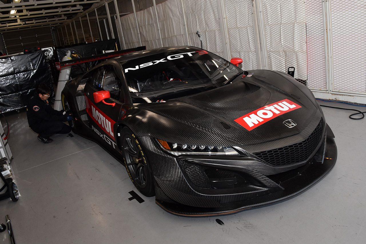 鈴鹿ファン感:GT3/JAF-GTカーが鈴鹿を走行。レアなNSX GT3も