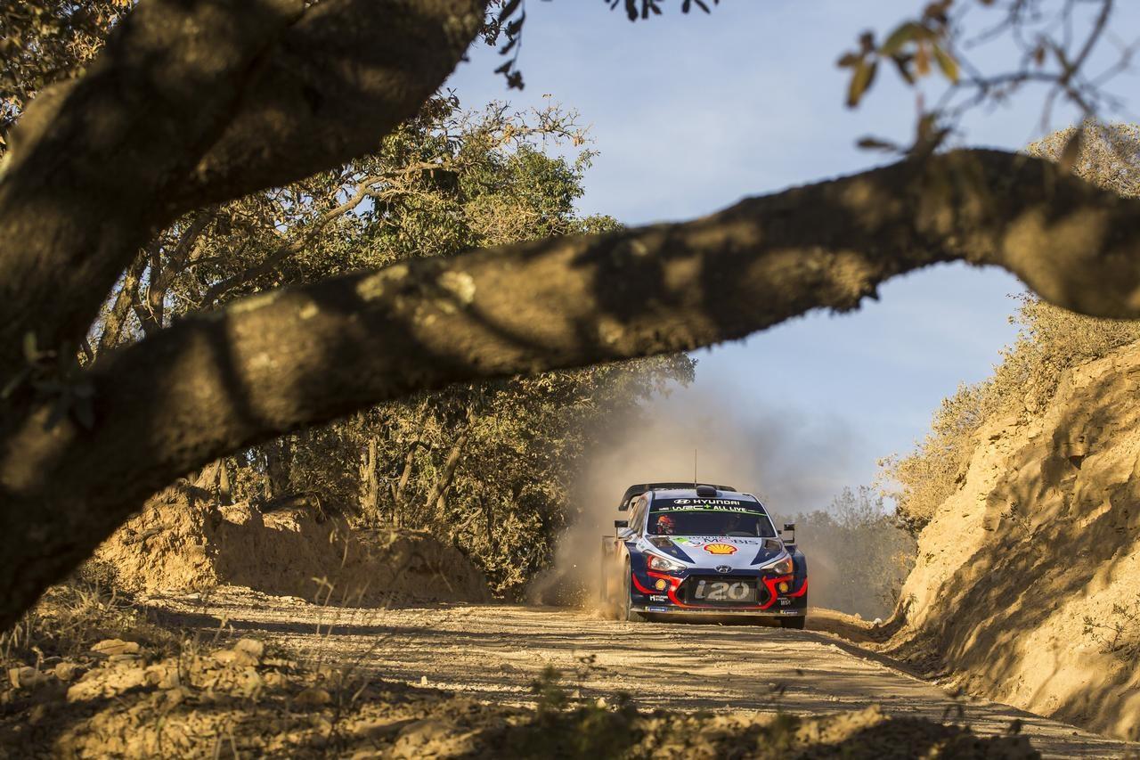 WRC:復帰戦のローブ、首位ヒュンダイに迫る2番手に。トヨタは2台がリタイア