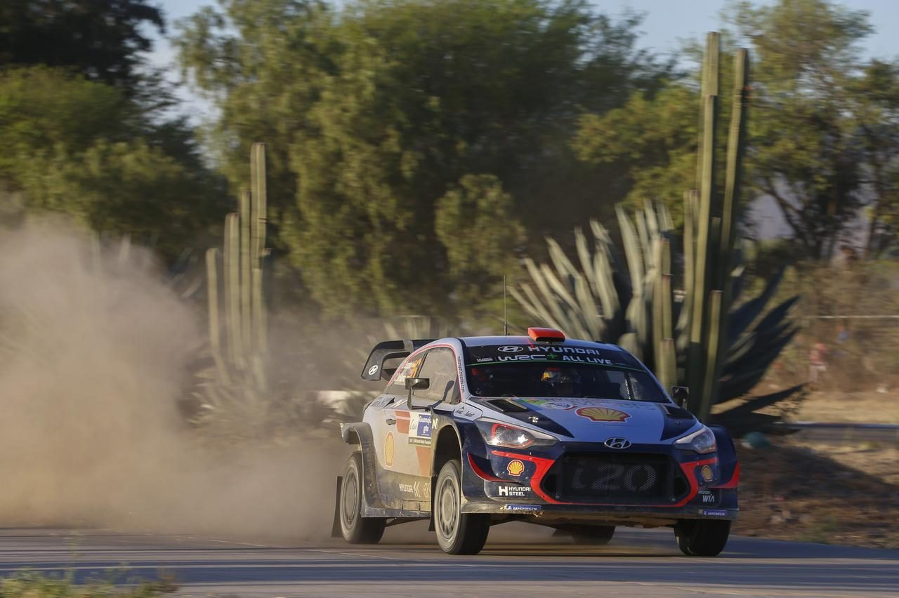 WRCメキシコ:ローブが首位浮上もパンクで後退。王者オジェがトップで最終日へ