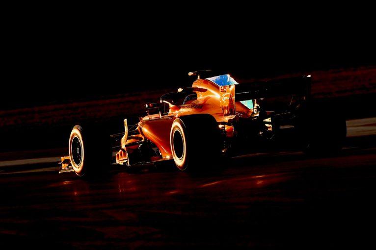 """F1   マクラーレンF1、問題多発も""""野心的デザイン""""に自信「他のルノーユーザーと異なるアプローチで飛躍狙う」"""