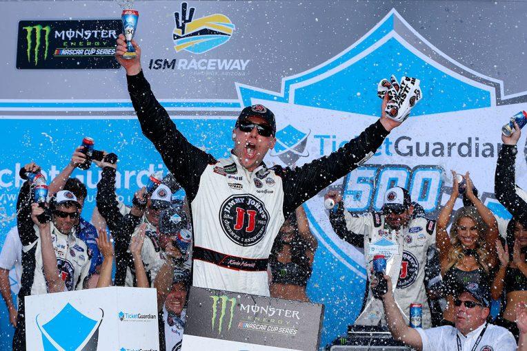 海外レース他 | NASCAR:フォードのハービックが3連勝、トヨタは0.7秒差で勝利ならず。「ピットのミスが敗因」