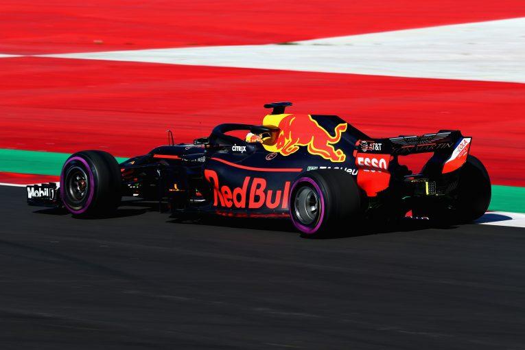 F1   トップ2チームと戦うためには「開発競争を制することが必要」とレッドブルF1代表